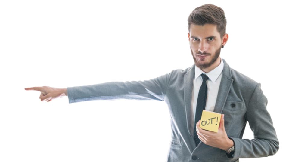 トラブルや不祥事を起こす社員をクビにする方法は?