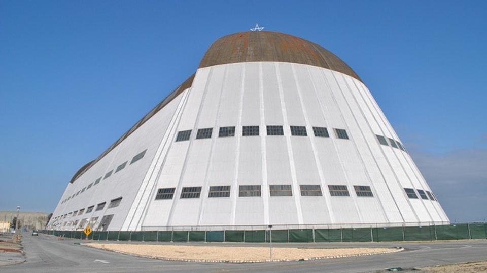 Google、カリフォルニア州にある巨大な飛行機格納庫を購入