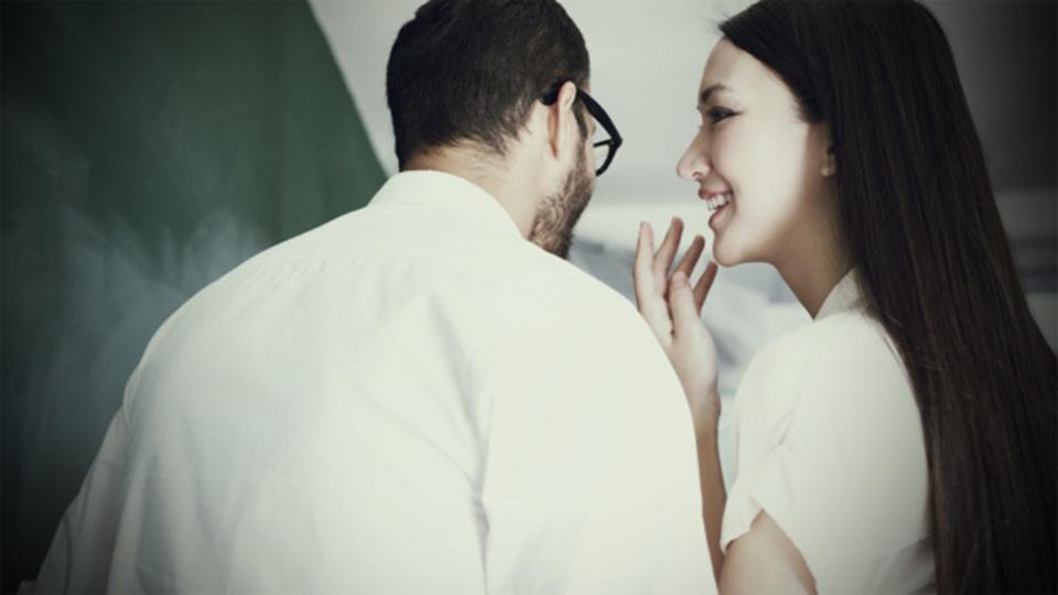 「うわさ好きの同僚」に巻き込まれないための3戦術