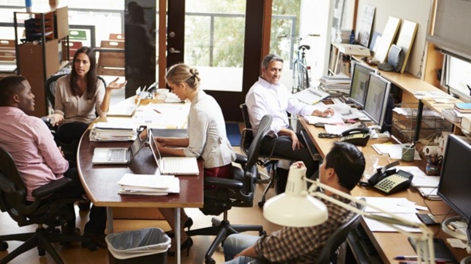 どうしても気が散りやすい「オープンオフィス」で生産性を保つコツ