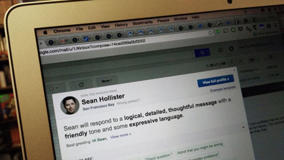 相手に合わせた適切な伝え方を教えてくれる、英文メール添削アプリ