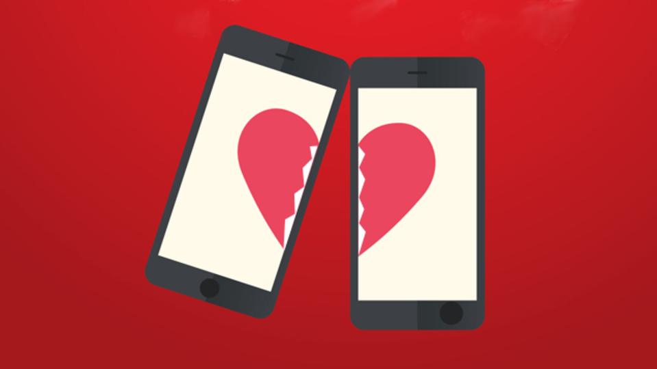 スマートフォンのせいで恋が破たんするのを防ぐ方法