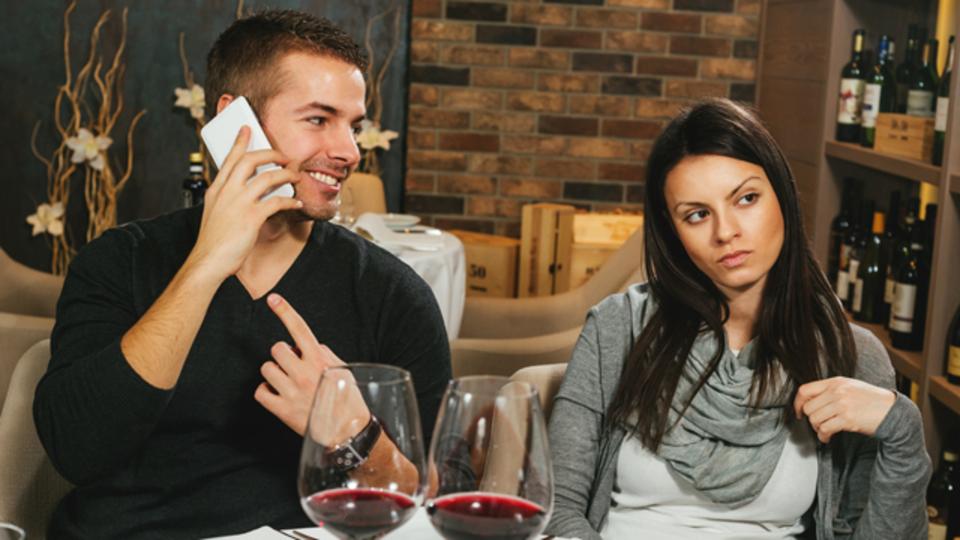 人を不愉快にさせる会話のタイプ5つと、そうならないための対策