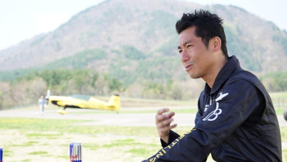 世界最速のエアレースで戦うパイロット、室屋義秀さんが実践する自己管理術【感情のコントロール】