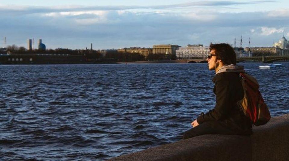 独りでいるときの楽しみは過小評価されている:研究結果