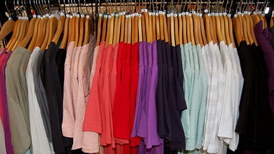 新しい服は着る前に洗濯したほうがよい理由