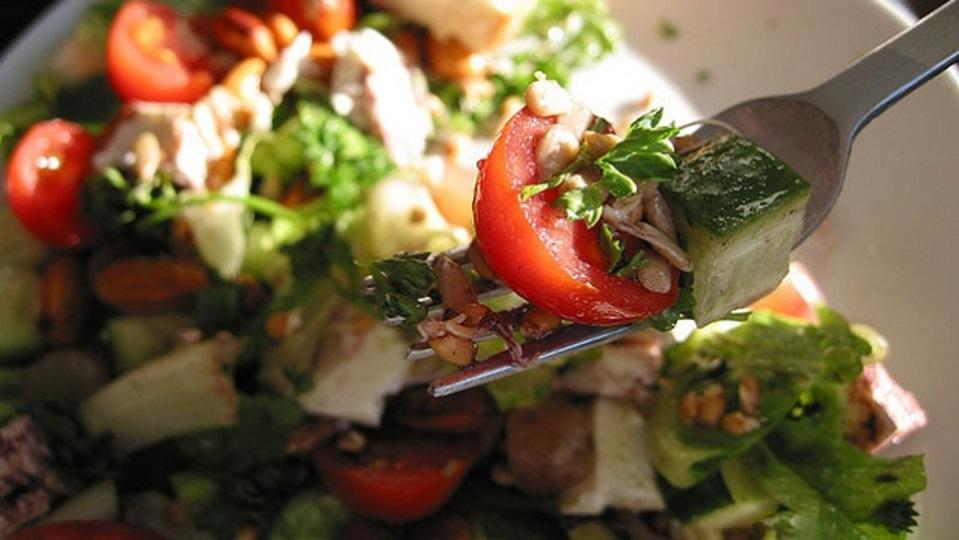 家のサラダとレストランのサラダの違いは「塩の量」