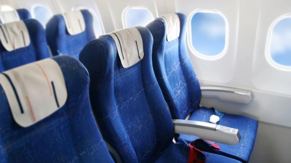 飛行機で隣に人が座る確率が少ない座席
