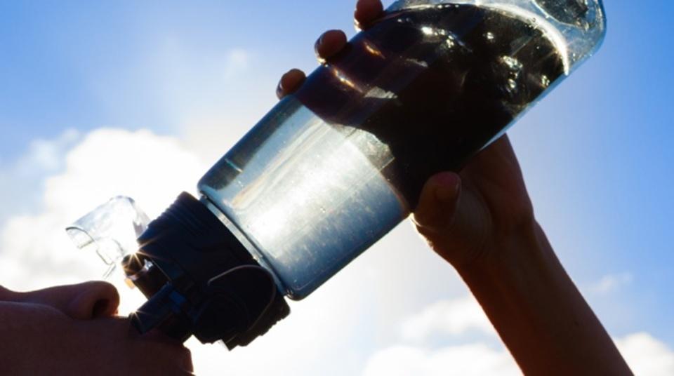水分摂取にまつわる「4つの神話」、科学で検証すると?