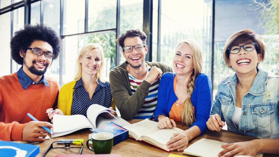 コワーキングスペースで働くと幸せになるという調査結果