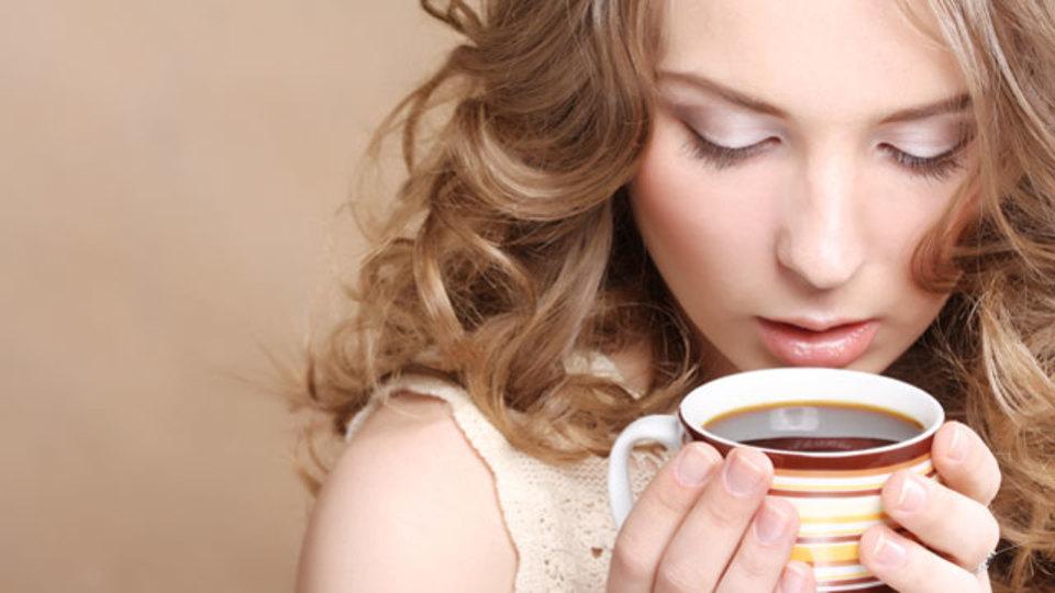 コーヒーをやめられない人に贈る、カフェインを減らす5つの方法