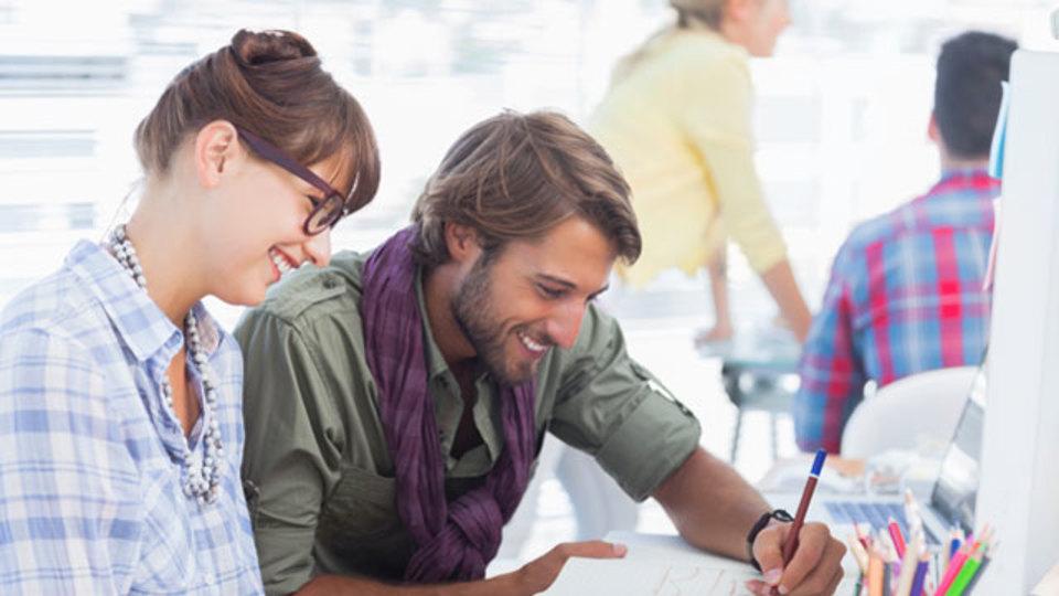 隣に座る人が、あなたの働き方に大きな影響を与える