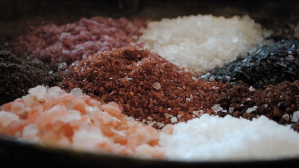 手作りの風味塩で、料理に薫り高い一味を加えよう