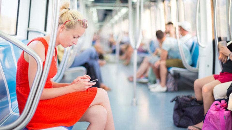将来は、細菌だらけの地下鉄で健康的に通勤できるかも