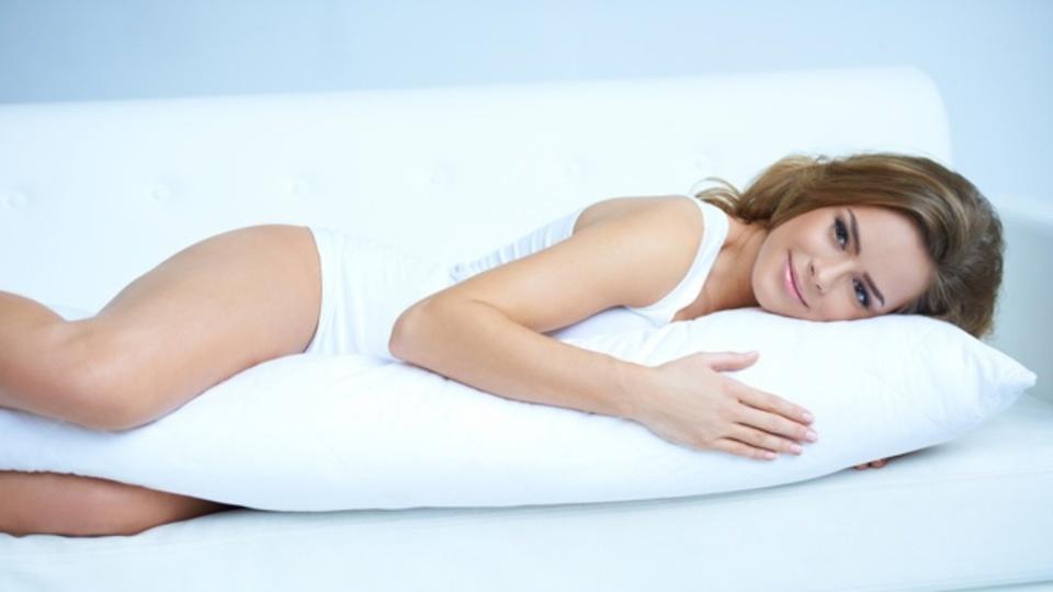 熱帯夜の暑さをしのぐ意外なアイテムは「抱き枕」