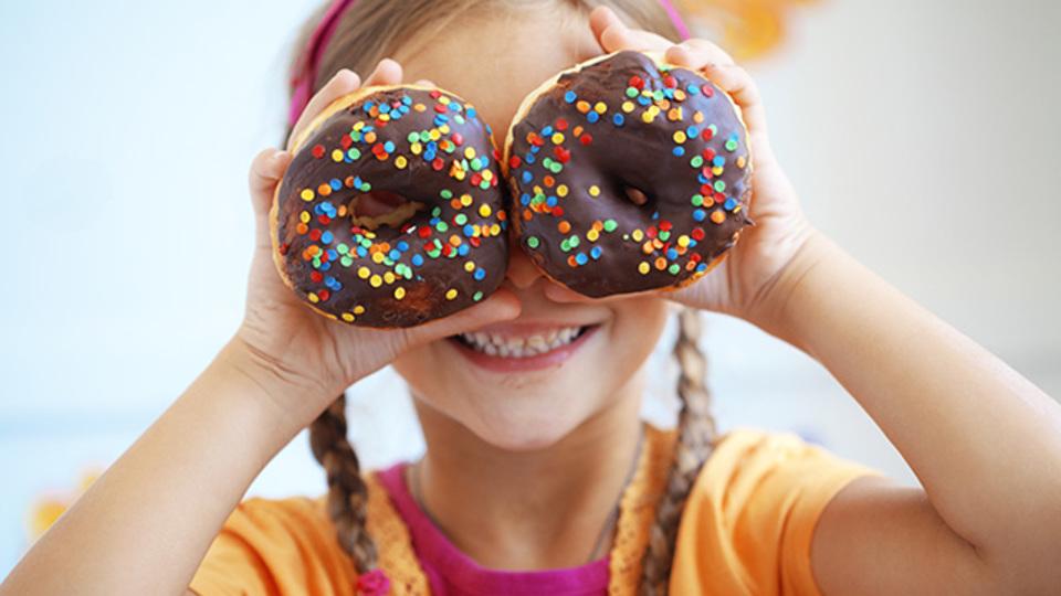 研究:子供の問題行動は砂糖のせいではない