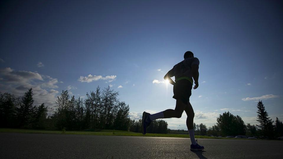 長距離は朝、激しいランニングは夕方にやった方が良い理由