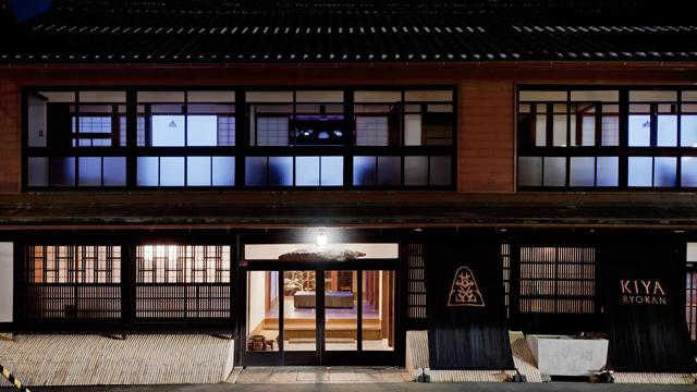1日1客限定、床を抜いてアクリル板を...。宇和島のシンボル「木屋旅館」の再生ストーリー