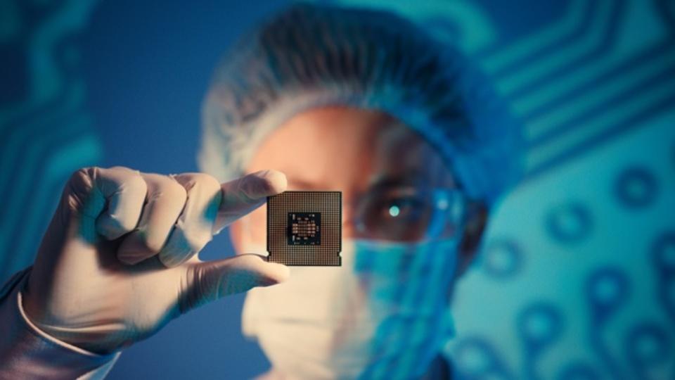 ムーアの法則を2018年まで引き伸ばした「7ナノメートル技術」