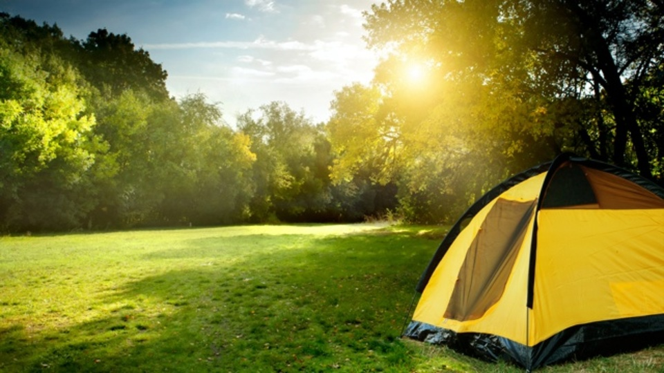 「夏キャンプ」の眠りを改善する2つのアイデア
