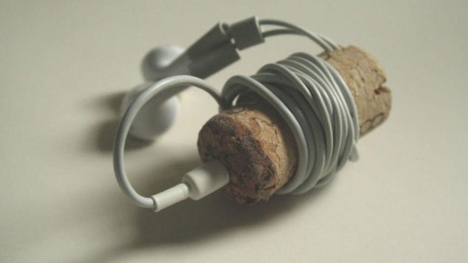 イヤホンをスマートに持ち運ぶ、コルクホルダーのつくり方