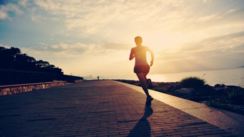 なぜ人は朝にランニングをすると幸福感を得られるのか?