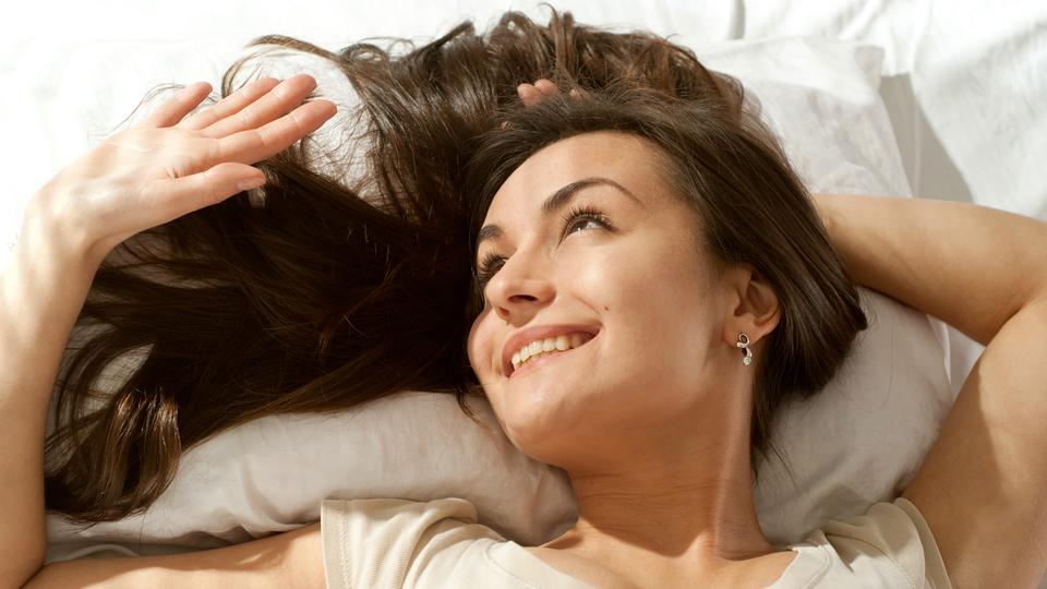 翌日の幸福感を最高にするには夜に何時間眠るべきか