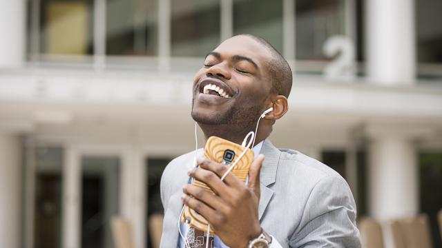 職場で音楽をかけよう。職場の生産性を向上させる4つの音楽活用法