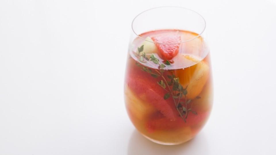時間がない朝に作るエナジー朝食:デトックス効果でカラダをキレイに「冷凍フルーツティー」