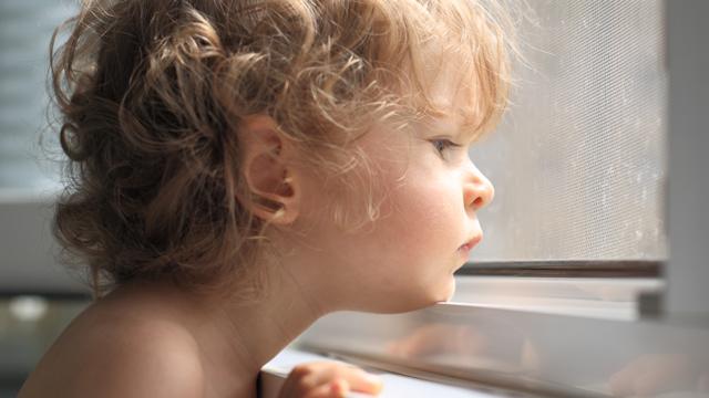 素朴な疑問だけど、エアコンを使うと外の気温は上昇するの?