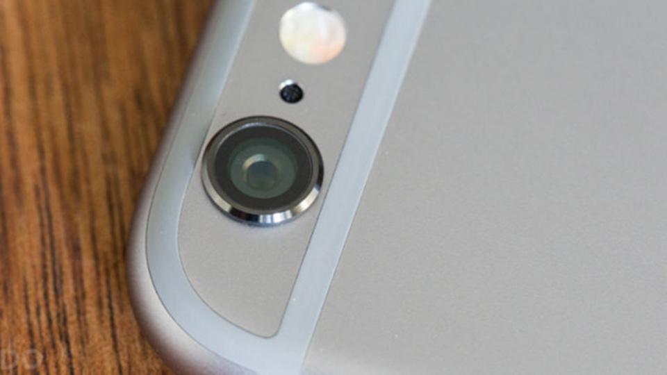 iPhoneの裏のLEDライト、実は通知にも使えます