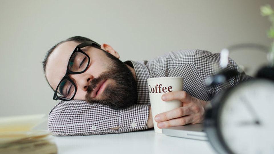 昼寝 vs. コーヒー:クタクタの時にリフレッシュする秘訣