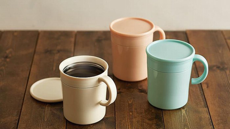 インスタントコーヒーの飲みごろを教えてくれるマグカップ