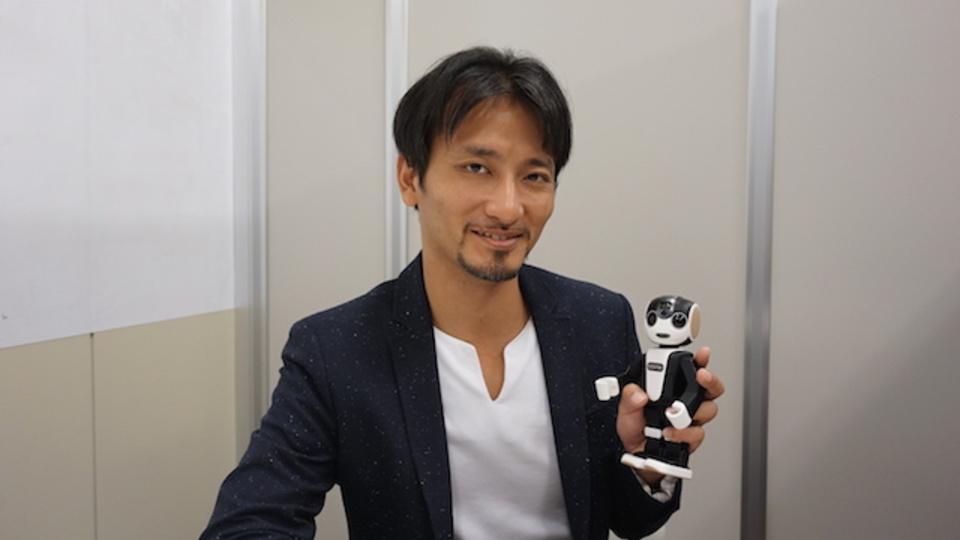 世界初の人型ロボットスマホ『ロボホン』は次世代の情報端末となるのか? 開発者の高橋智隆さんに聞いてみた