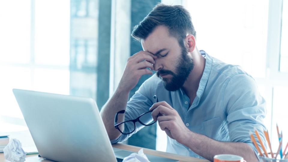 オフィスですぐ試せる、目の疲れをとる方法