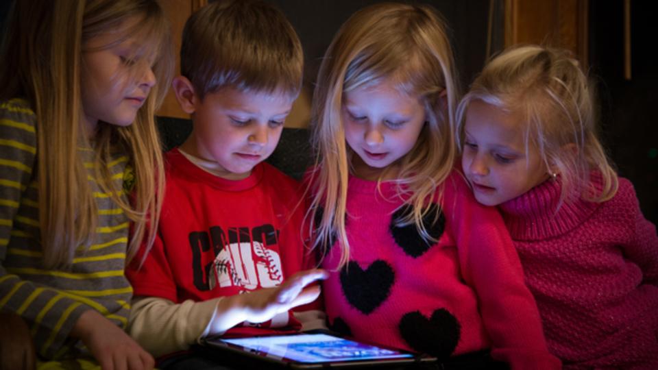 「スクリーンタイムは子どもにとってそれほど悪いものではない」米国小児科学会も認める時代に