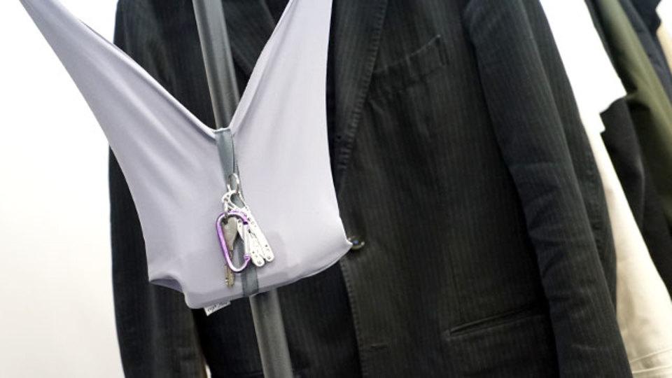 軽すぎてポケットのように使えるバッグ【今日のライフハックツール】