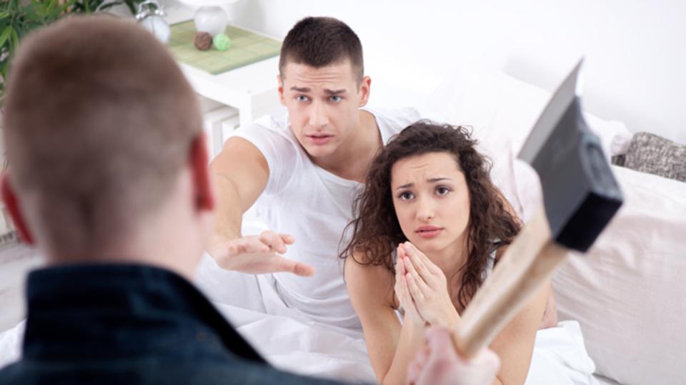 関係を続けるか、それとも別れるか?浮気をされたときの対処法を徹底ガイド