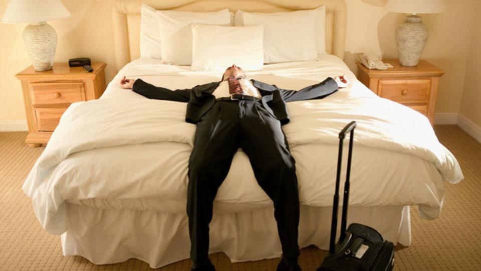 ホテルで最適な睡眠を確保する方法