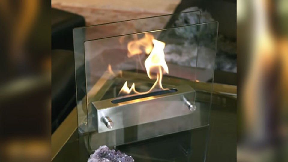リラックスしつつ暖をとれるモダンな卓上暖炉【今日のライフハックツール】