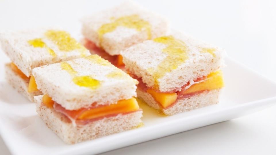時間がない朝に作るエナジー朝食:お酒を飲んだ翌朝に「柿と生ハムのサンド」