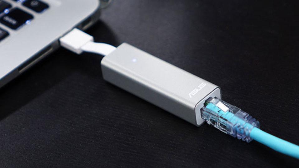 ホテルの有線LANを4倍便利にするミニルーター【今日のライフハックツール】