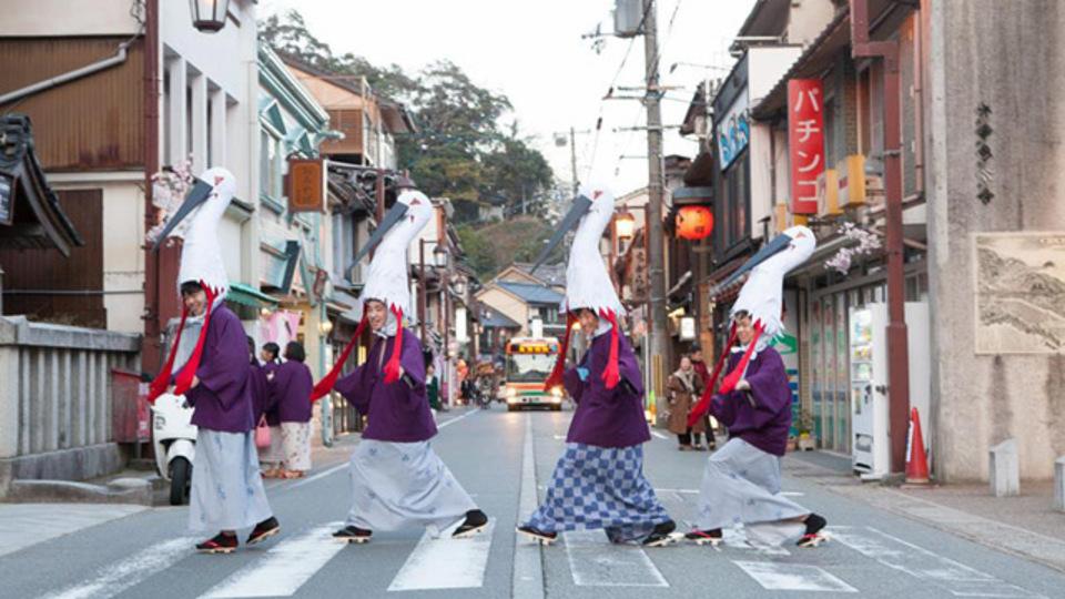 コウノトリにもアーティストにも愛される地方創生の注目都市、 兵庫県豊岡市で活躍する「おせっかい」なキーパーソン。