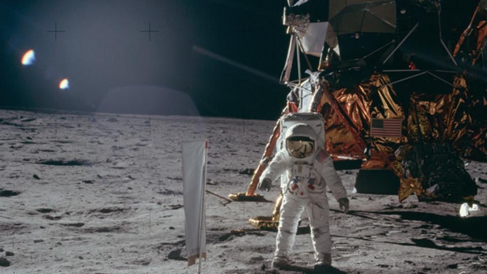 「Flickr」には権利フリーで使えるアポロ計画の写真がある【今日のライフハックツール】