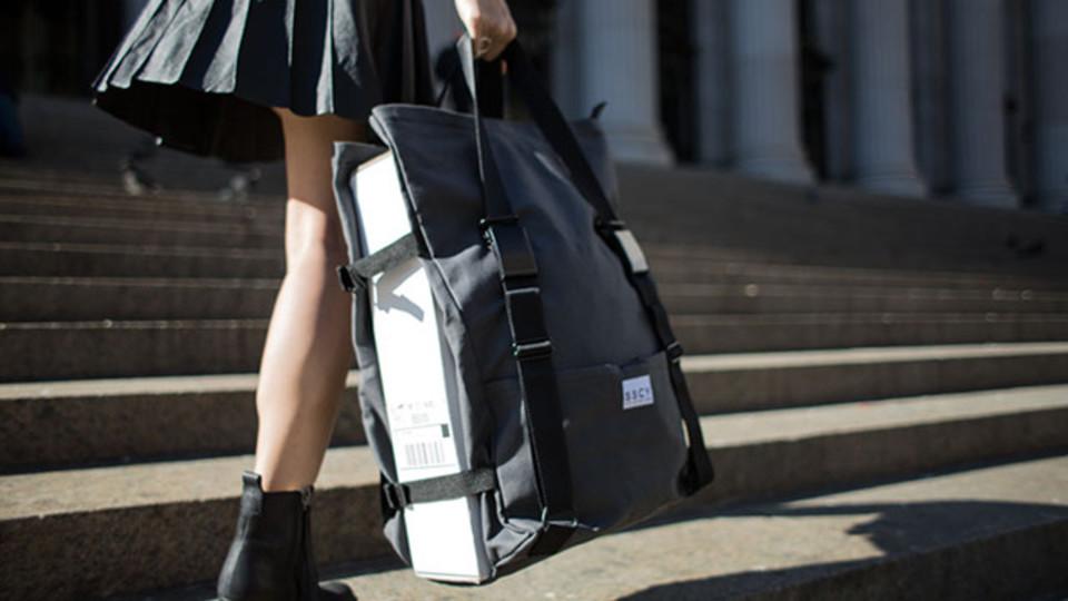 「はさみこむ」ことで何でも持ち運べるマルチバッグ【今日のライフハックツール】