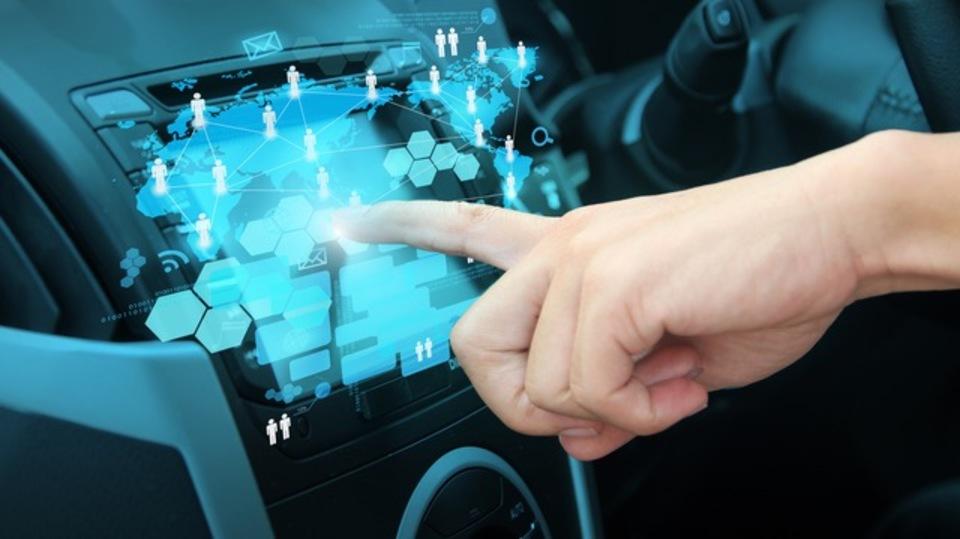「つながるクルマ」の開発のためにIBM・フランス自動車大手がパートナーに