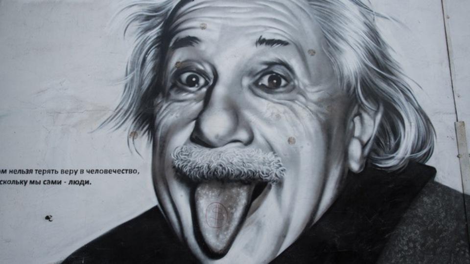 アインシュタインのひらめきのソースはSF小説?複雑な考えを身近なものに変える発想術