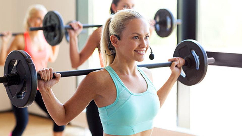 ウェイトトレーニングで行き詰まったときに増やすのは、回数と重量のどっち?