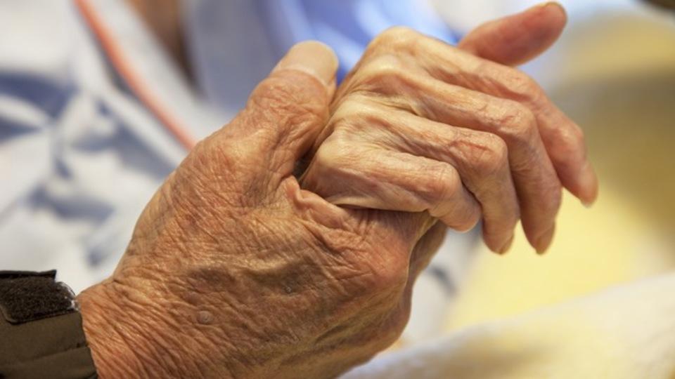 1人暮らしの高齢者は600万人、深刻化する「独居老人問題」