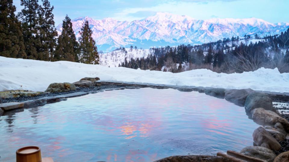 この冬行きたい! 白銀に輝く絶景雪見温泉4選